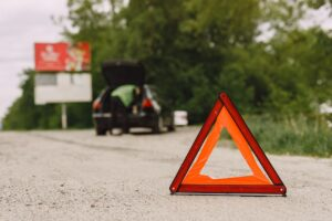 Places You Should And Should Not Stay While Waiting For Roadside Assistance